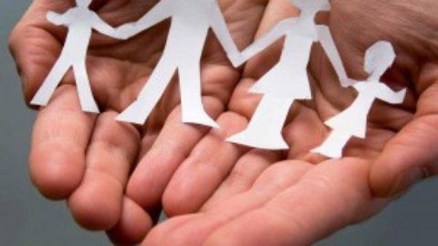 Lascia il lavoro per diventare il tutor del figlio affetto da autismo