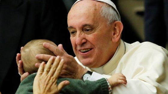 «Rompere l'isolamento», il messaggio del Papa